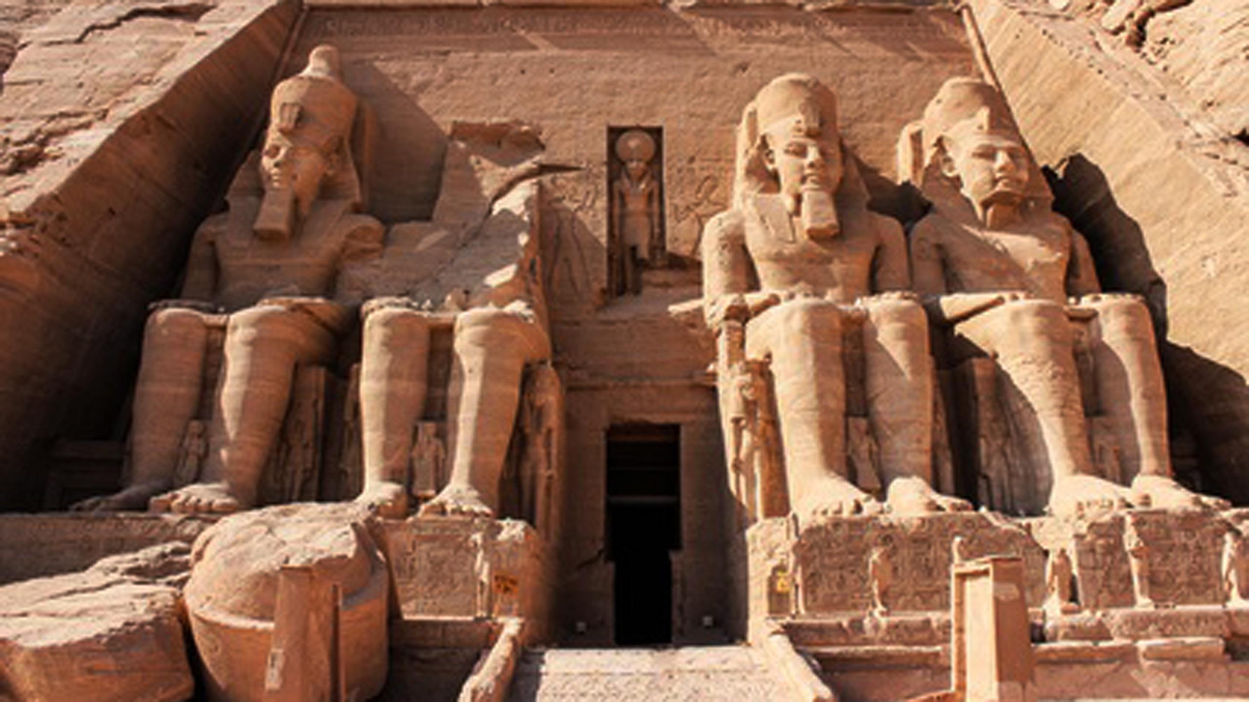 Egipt – boski promień światła w Abu Simbel